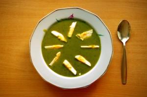 Sorrel_soup_with_egg_(Zupa_szczawiowa_z_jajkiem)